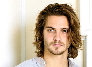 Luke Grimes: el actor que interpretará a Elliot Grey