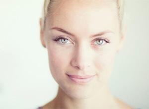 Rachel Skarsten será Andrea. ¡Chica nueva en la oficina!